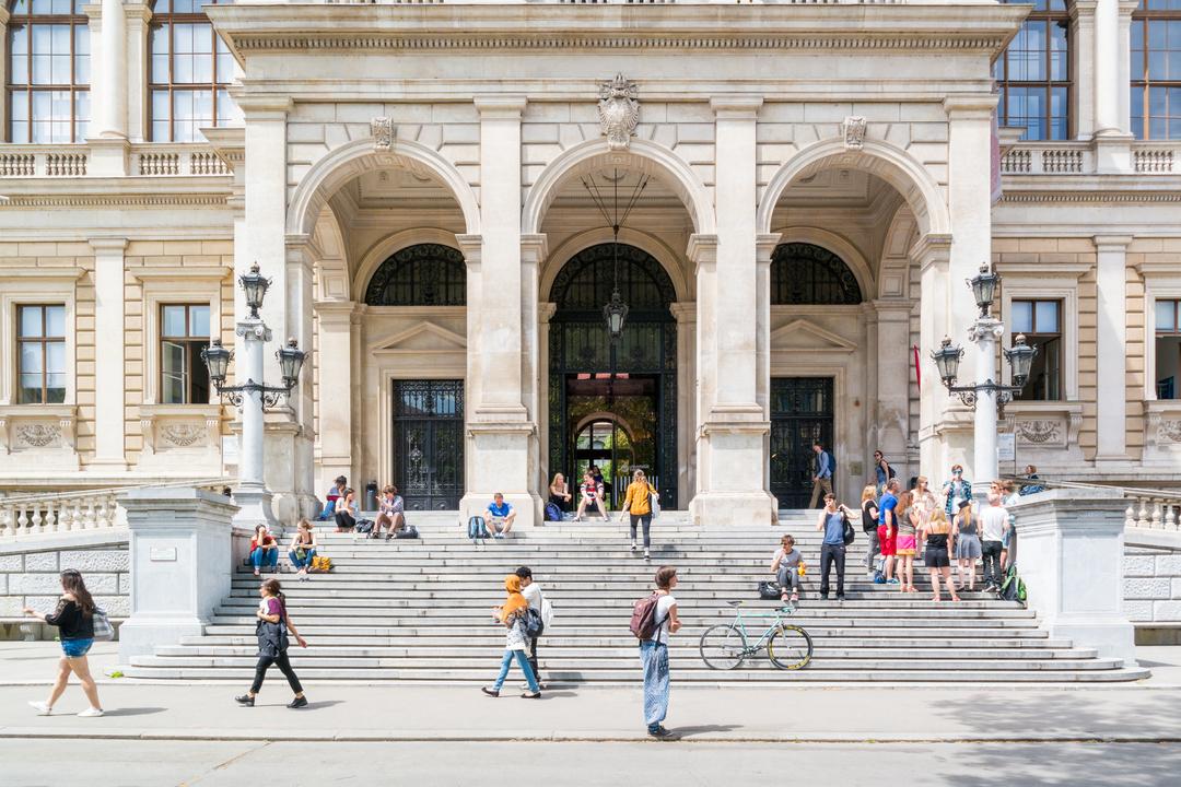 Eingangsbereich Universität