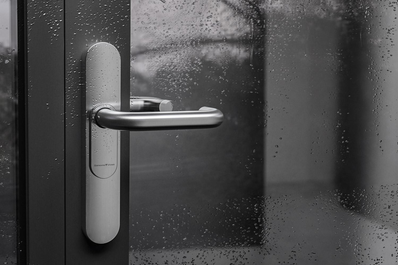 La SmartHandle 3062 est le choix idéal pour les portes à forte fréquentation. Elle peut également être utilisée en extérieur.